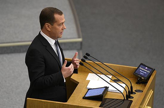 Медведев не поддержал идею о том, что премьер должен быть беспартийным