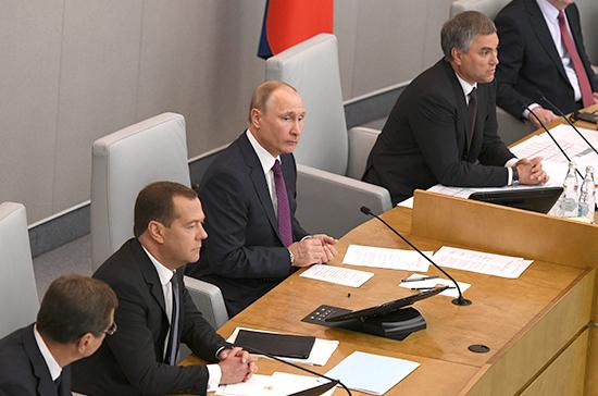 Правительство Медведева справилось с кризисом, заявил Путин