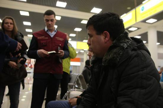 Кабмин утвердил порядок принятия решений о выдворении инфицированных иностранцев из России