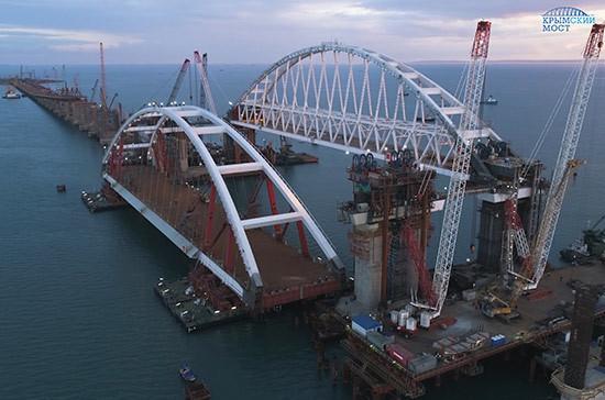 Рядом с Крымским мостом протестировали беспилотные автомобили
