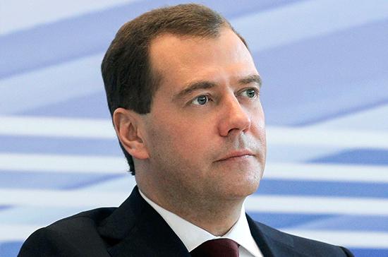 Медведев поздравил россиян с Днём Победы