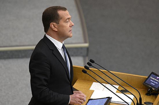 Медведев: руководство учтет риски при выполнении нового майского указа президента
