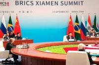 США используют торговые ограничения против Индии, Китая и России для раскола БРИКС, считает экономист