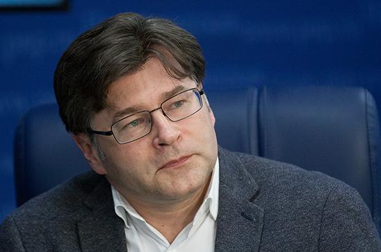 Политолог: введение наказания за исполнение санкций поможет компаниям РФ