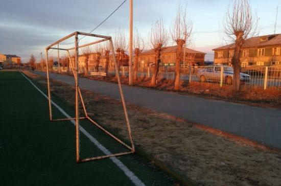 СК Югры проверяет причины падения футбольных ворот на 13-летнего школьника