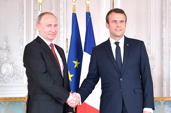 Путин и Макрон обсудили подготовку ПМЭФ