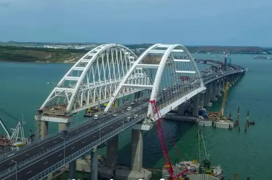 Грузовое движение по Крымскому мосту может открыться 1 октября