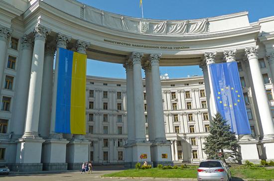 МИД Украины рекомендовал гражданам не ездить в Россию на ЧМ
