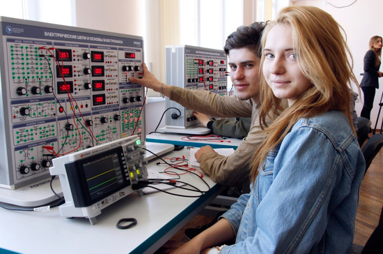 В Севастопольском университете открылась современная лаборатория радиоэлектроники