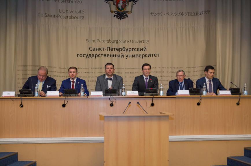 Романов: в России ведется активная работа по созданию правовой конструкции цифровой экономики