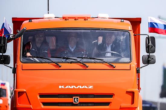 Путин за 16 минут доехал до Керчи по Крымскому мосту