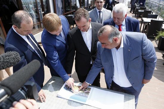 Глава Кубани поручил создать торговые точки и места отдыха вдоль трассы на Крым на случай пробок