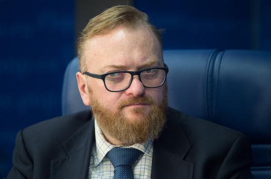 Милонов предложил штрафовать горожан за прогулки в полуобнажённом виде
