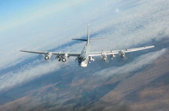 Видео полета российских Ту-95 c истребителями США попало в Сеть