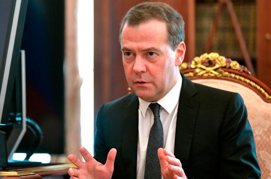 Медведев предложил Путину переназначить на занимаемые посты Шойгу и Колокольцева