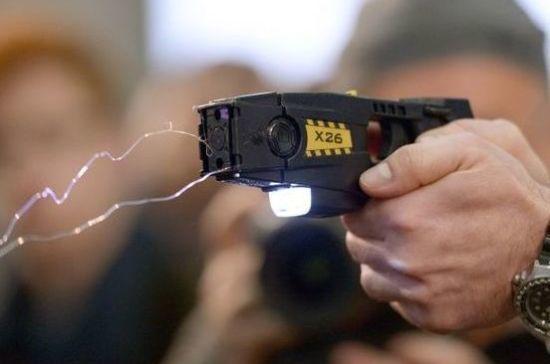 Транспортной полиции разрешат использовать электрошокеры