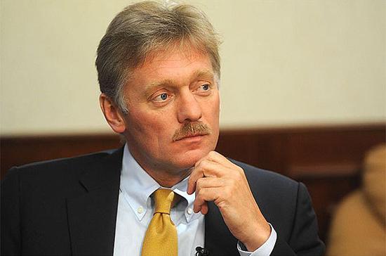 Песков прокомментировал публикации о букете Путина для Меркель