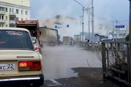 В Алтайском крае подростка ошпарило кипятком из лопнувшей трубы на улице