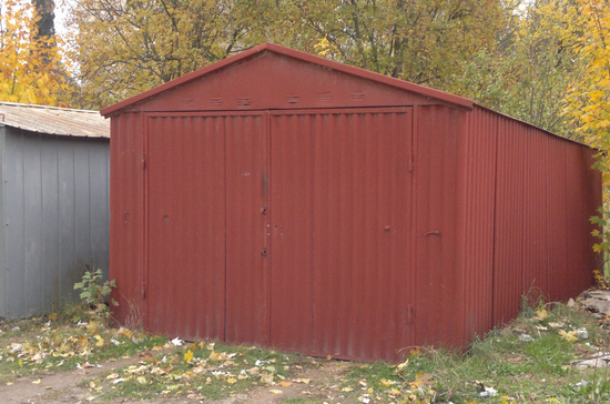 Безработный житель Оренбургской области сдал скупщикам металла чужой гараж