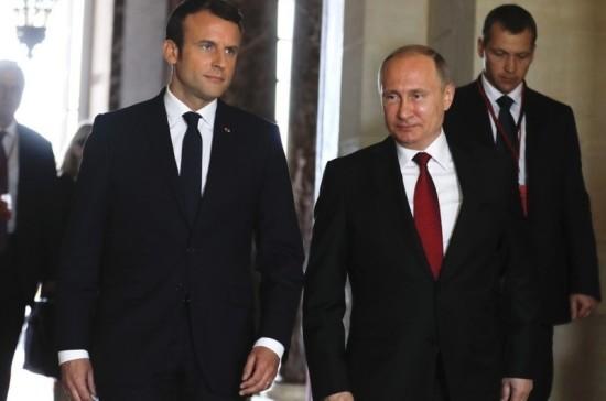 Встреча Путина и Макрона началась в Стрельне