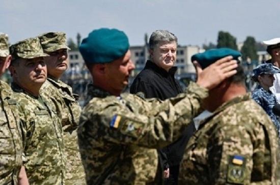 Украинские морпехи отказались надевать новые береты перед Порошенко