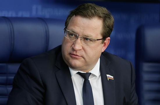Юрков: законопроект о повышении пошлины на загранпаспорта примут до конца весенней сессии