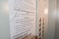 В одном из домов Кирова малолетняя девочка упала в шахту лифта
