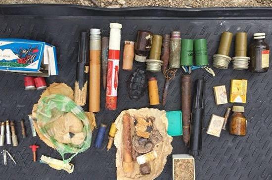 В Балаклаве обнаружили арсенал оружия, который мужчина «с детства ради интереса собирал» в гараже