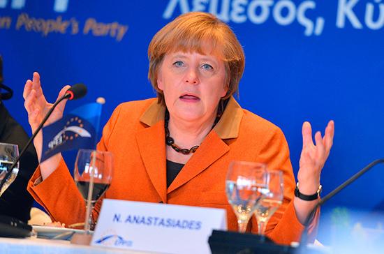 Меркель призвала уважать международное право