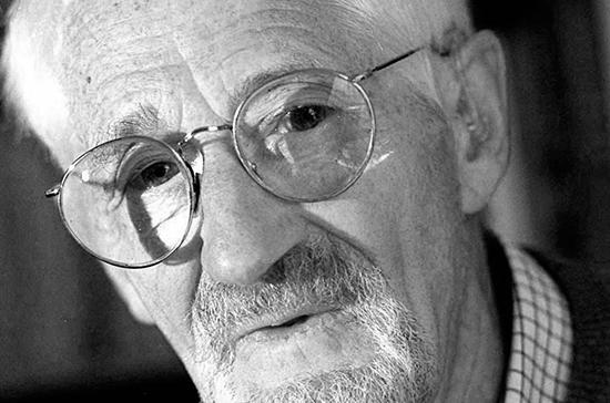 Умер лауреат Нобелевской премии по химии Йен Скоу