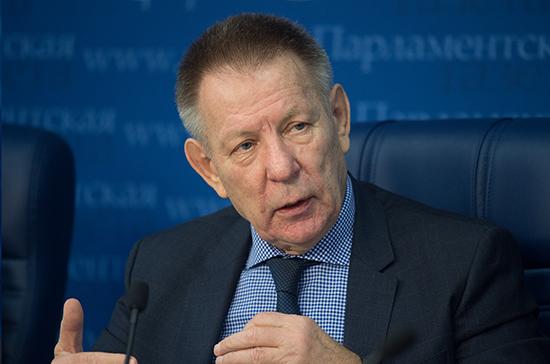 Герасименко рассказал о работе над поправками о запрете курения у подъездов