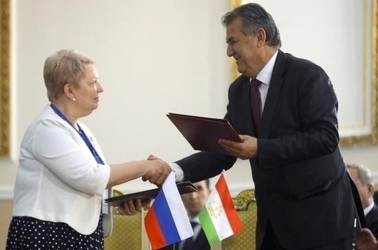 Более 50 российских учителей будут преподавать в школах Таджикистана