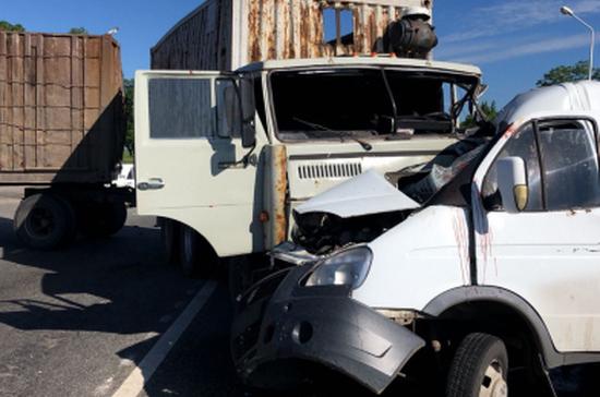 В Кабардино-Балкарии в ДТП с газелью и КамАЗом пострадали 11 человек, 1 погиб