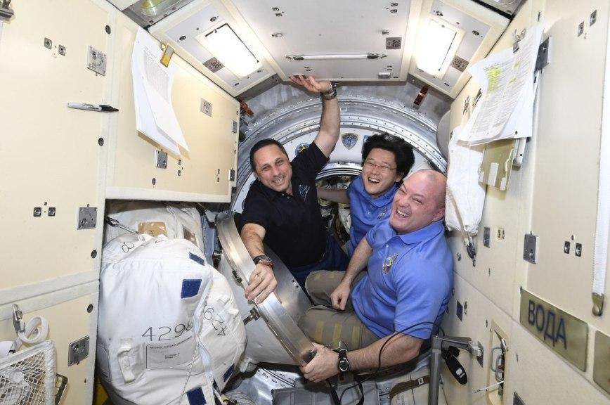 Экипаж экспедиции МКС вернулся на Землю