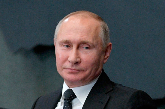 Путин прокомментировал свои фото с голым торсом