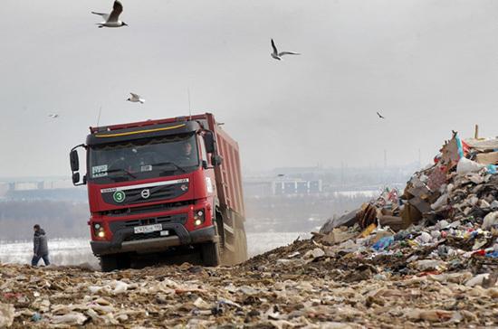Для борьбы с мусором построят высокотехнологические заводы, сообщил Путин