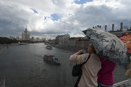 МЧС предупредило москвичей о грозе и сильном ветре