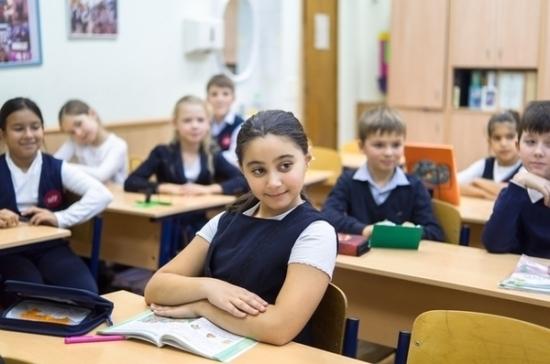 Таджикистан получил от России почти 2 тыс. учебников