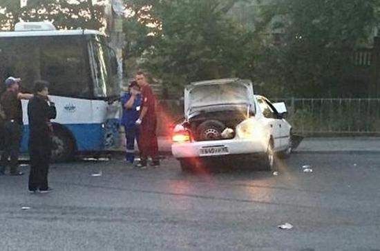 В ДТП с автобусом в Симферополе погибла женщина