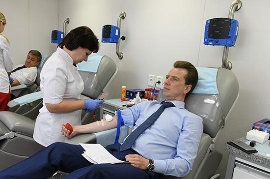 В День донора законодатели поделились кровью