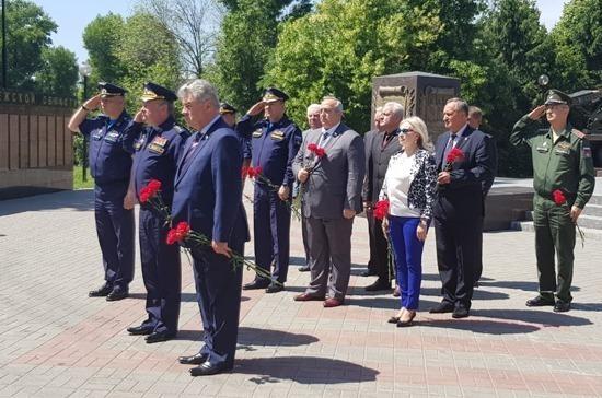 В Воронеже установили бюст погибшему в Сирии лётчику Роману Филипову