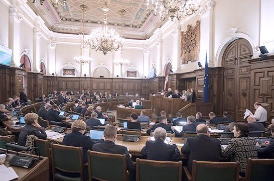Опрос: граждане Латвии оценили работу сейма на тройку