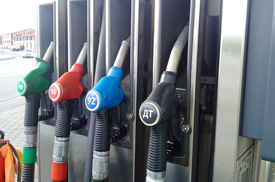 Акцизы на бензин повысят с 1 января 2019 года