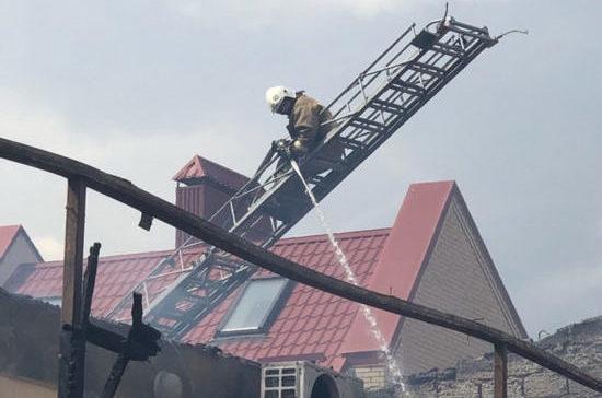 В Евпатории ликвидировали пожар в частном гостевом доме «Арсенал»
