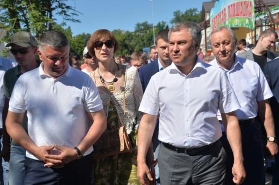 Володин осмотрел реконструированный городской парк в Вольске