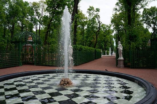 В Петербурге вход в Летний сад стал платным