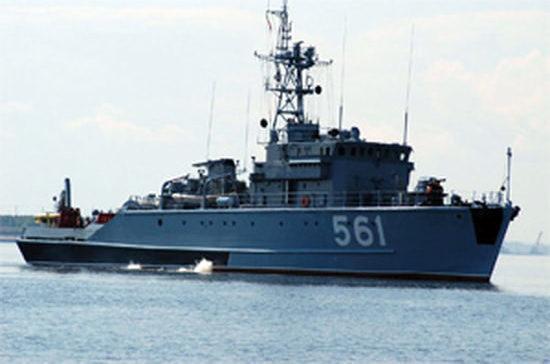В Мурманской области моряки тральщика «Ельня» спасли байдарочника в Баренцевом море
