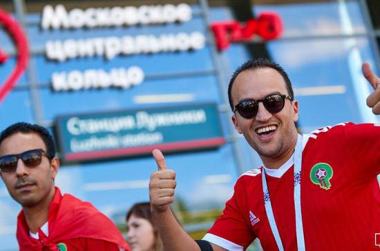 Более четырёх тысяч московских болельщиков посмотрят футбол на огромном экране в Гостином дворе