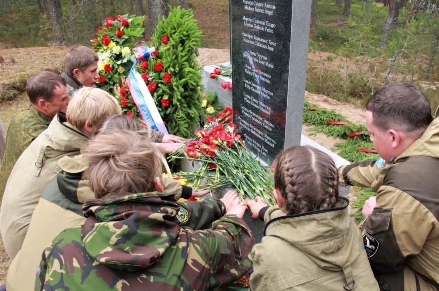 В Карелии открыли памятник испанцам, погибшим в Великой Отечественной войне