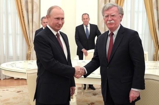 В Кремле рассказали, что тема Украины не была главной на переговорах Путина и Болтона